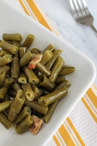 white plate of Instant Pot green beans